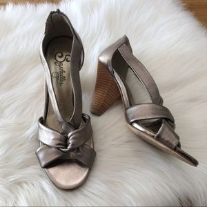 Leather retro inspired peep toe Seychelles heels